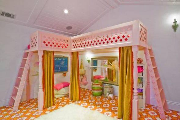 Шикарная розовая кровать для двух девочек