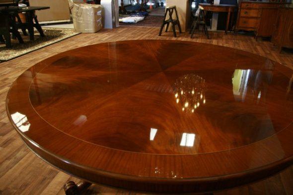 Стол орехового цвета