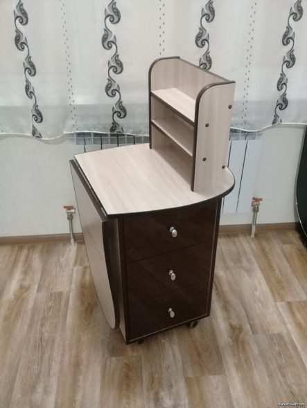 Складной маникюрной стол