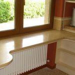 Стол у подоконника необычной формы