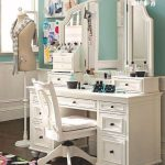 столик для макияжа со стулом