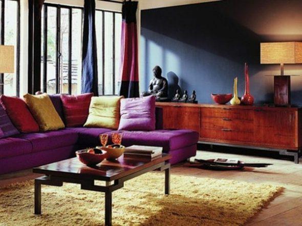 Темная гостиная в этно стиле