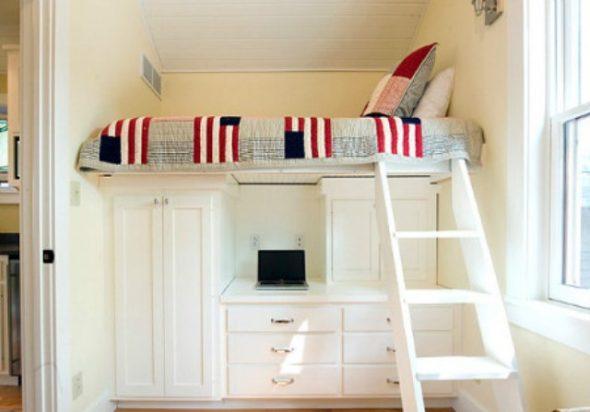 Удобная кровать-чердак из дерева