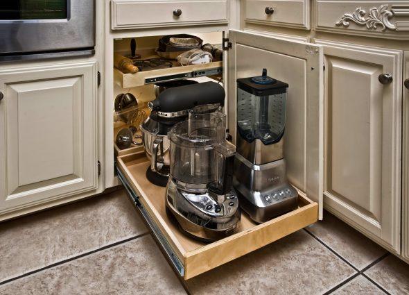 Удобная выдвижная система для кухонной техники