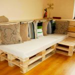 Удобный диванчик с подушками