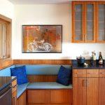 Уголок для кухни в тон кухонным шкафам
