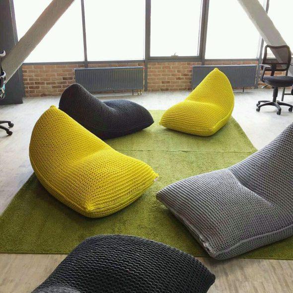 Уютные вязанные кресла