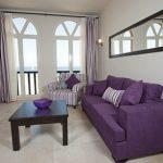 Фиолетовый диван и кресло в полоску