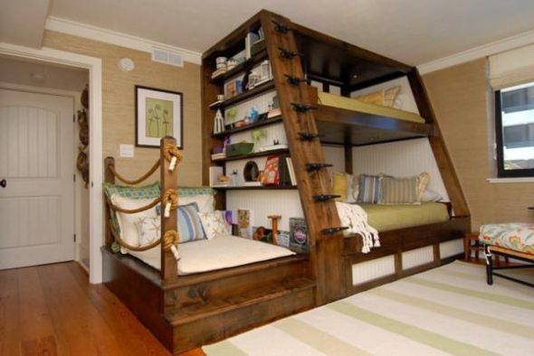 Большая двухъярусная кровать из дерева