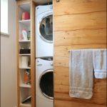 Деревянный шкаф-купе для ванной комнаты