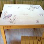 Деревянный стол после декупажа