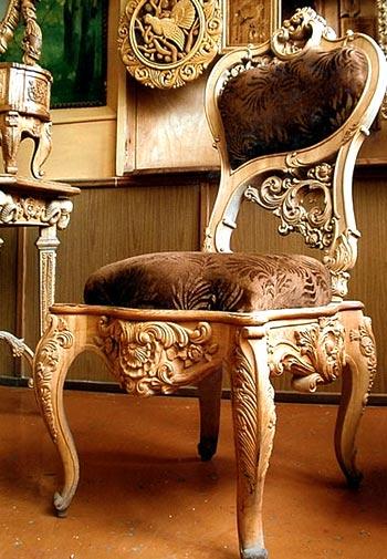 Деревянное стул кресло из натурального массива дуба сделано из цельных стволов