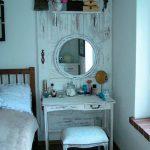 Деревянный туалетный столик, сделанный своими руками в стиле шебби шик