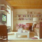 Диван нейтрального цвета для уютной комнаты
