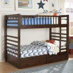 Двухъярусная детская кровать из дерева