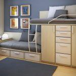 Двухъярусная кровать для экономии пространства в маленькой комнате