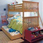 Двухъярусная кровать с дополнительным выдвижным местом