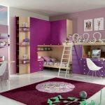 Фиолетовая комната с двухъярусной кроватью