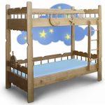 Функциональная, комфортная кровать, изготовленная из массивов твердых пород дерева