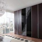 Использование комбинированного оформления для дверей шкафа