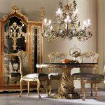 Классический комплект мебели из дерева