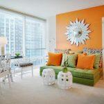 Комбинация зеленого и оранжевого цветов в интерьере