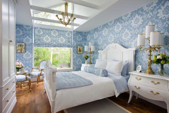 Красивая и нежная спальня с белой мебелью