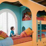 Красивое фигурное оформление детской комнаты