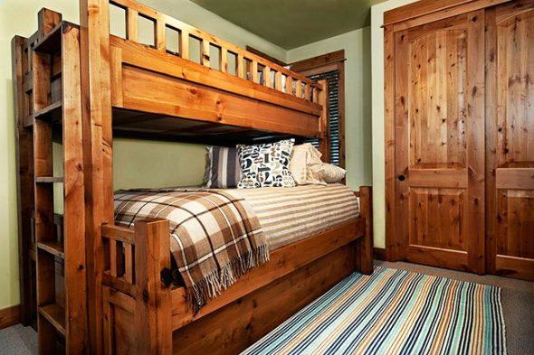 Крепкая и надежная двухъярусная кровать