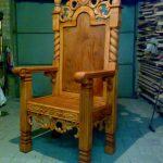 Кресло с резьбой