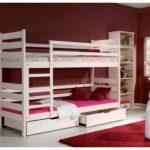 Кровать «Дарек» оснащена защитными бортиками как на верхней, так и на нижней кровати