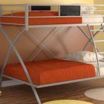 Кровать из металла в два уровня