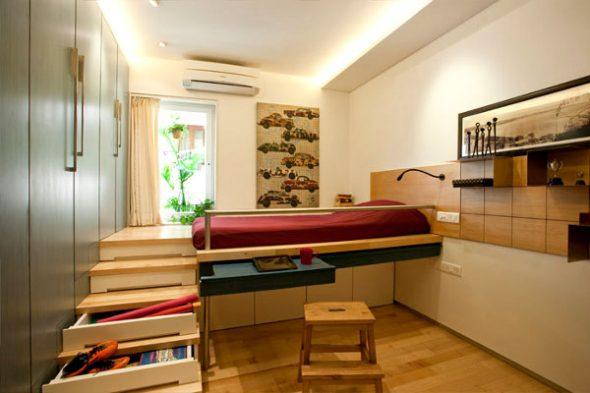 Кровать-подиум с лестницей