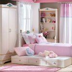 Кровать с выдвижным блоком для девочек