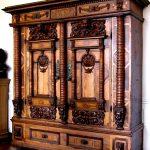 Массивный резной деревянный шкаф