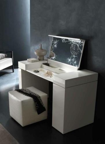 Необычный туалетный столик