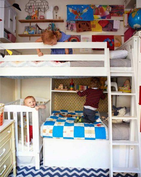 Обустроенная детская комната для троих детей