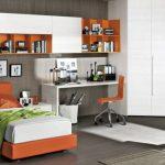 Односпальная кровать оранжевого цвета