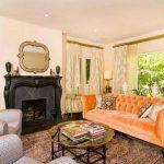 Оранжевый диван как яркий акцент