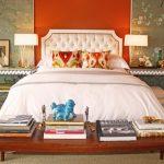 Оригинальная спальня с мягкой кроватью