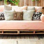 Передвижной уличный диван из паллет