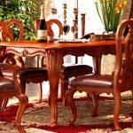 Прямоугольный обеденный стол и стулья