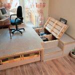 Рабочее место на подиуме с выдвижной кроватью