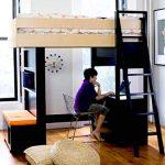 Размещение кровати и рабочего места на небольшом пространстве