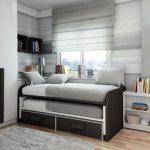 Современная стильная кровать в интерьере спальни подростка