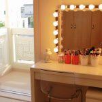 Туалетный столик с освещенным зеркалом