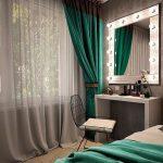 Уголок красоты с зеркалом в спальне