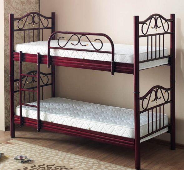 Винтажная металлическая кровать