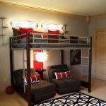 Высокая кровать-чердак с двумя спальными местами внизу