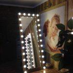 Высокое зеркало с подсветкой